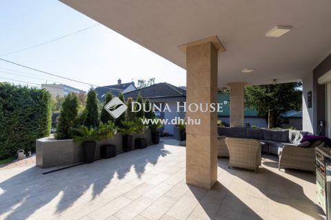 Eladó Ház, Pest megye, Szigetszentmiklós - Prémium ház kívül-belül, Dupla garázs, szép kerttel !