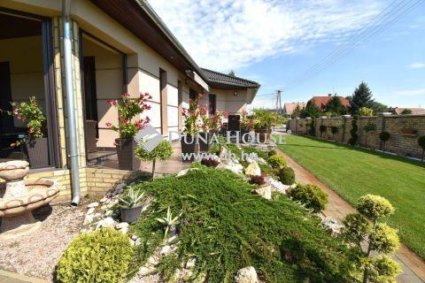 Eladó Ház, Bács-Kiskun megye, Kecskemét - 2016-os 170 m2-es gyönyörű ház káprázatos kerttel