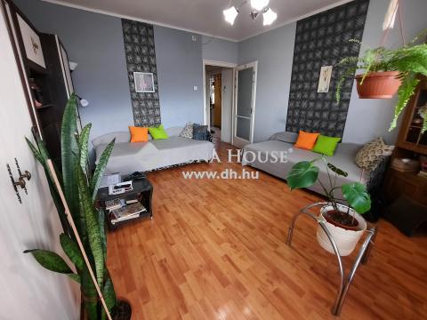 Eladó Lakás, Bács-Kiskun megye, Kiskunfélegyháza - Panelprogramos, 62 m2-es, 2+1 szobás erkélyes lakás