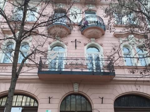 Eladó Üzlethelyiség, Budapest - Mátyás tér és Szerdahelyi u. sarok