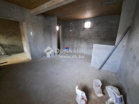 Eladó Ház, Bács-Kiskun megye, Kiskunfélegyháza - Felújított belső házrész befektetésnek