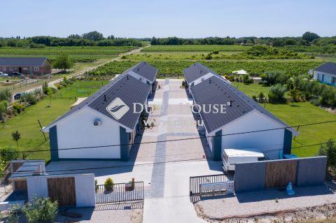 Eladó Ház, Bács-Kiskun megye, Kecskemét - Új építésű kertkapcsolatos sorházak KULCSRAKÉSZEN!