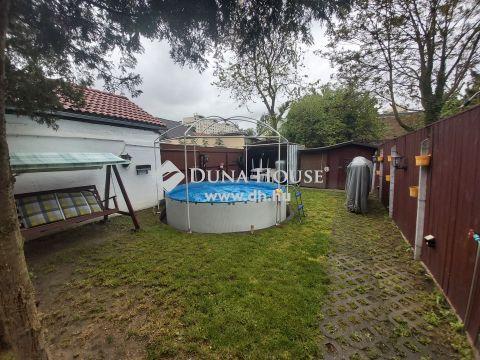 Eladó Ház, Budapest - Felső-Kispesten saját kertrésszel, medencével