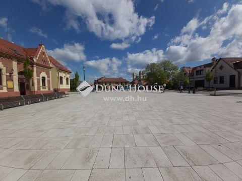 Eladó Lakás, Pest megye, Dunakeszi - Tehermentes, azonnal költözhető, 2 lakásos társasházban, gépkocsibeállóval.