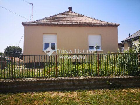 Eladó Ház, Komárom-Esztergom megye, Bana