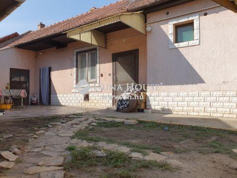 Eladó Ház, Bács-Kiskun megye, Kecskemét - Belvárosi kisház csendes utcában.