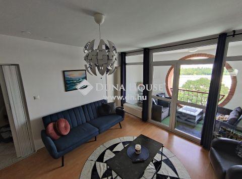 Eladó Lakás, Budapest 8. kerület - legfelső emeleti, panorámás, 4 szoba, 2 erkély