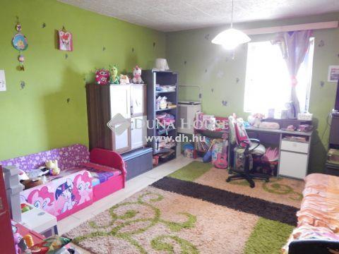 Eladó Ház, Fejér megye, Dég - Balatontól 35 km-re 3 szobás, összkomfortos családi ház eladó
