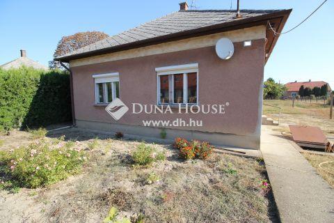 Eladó Ház, Bács-Kiskun megye, Kecskemét - JÓ ár-érték arányú, EGYSZINTES, téglaépítésű családi ház!